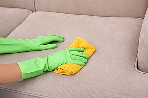 Cleaning upholstery with discoloring agent